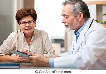 doktor, reden, seine, seniorin, patient