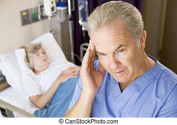 doktor, zimmer, stehende , patienten, schauen, frustriert