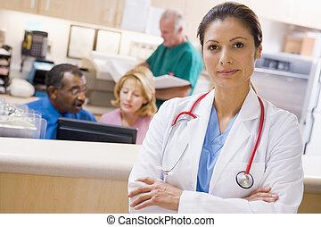 doktoren krankenschwestern, an, der, empfangsbereich, von,...