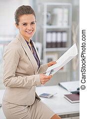 dokumente, arbeits büro, unternehmerin, glücklich