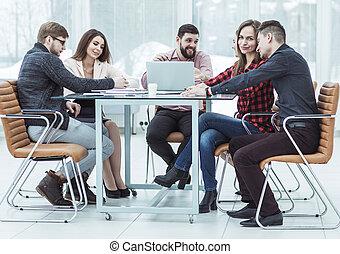 dokumenty, handlowy, posiedzenie, praca, za, biurko, drużyna, dyskutując