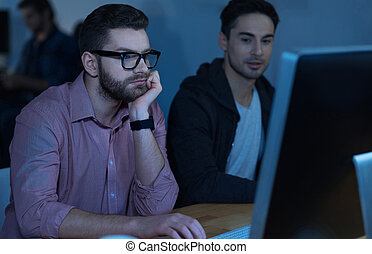 dolgozó, ellenző, nehéz, látszó, figyelmes, számítógép, ember