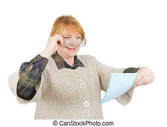 dolgozat, idősebb ember, mosolyog woman, felolvasás