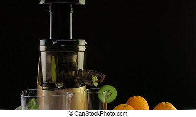 Dolly: Cold press juicer for making fresh fruit juice from orange and kiwi