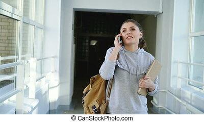 dolly, tiro, vista, de, bonito, bonito, aluno feminino,...