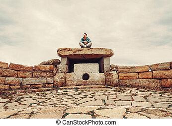 dolmen, steen, man, reiziger, zittende