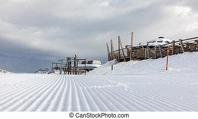 dolomiten, fahren schi bereich, mit, schöne , slopes., leerer , schineigung, in, winter, auf, a, sonnig, day., bereiten, schineigung, alpe, cermis, italien