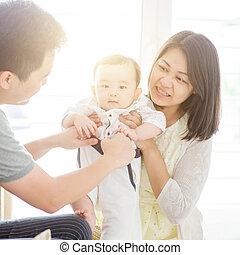 dom, asian rodzina, szczęśliwy