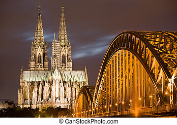 Dom in Cologne at night - Dom in Cologne with arcs of...