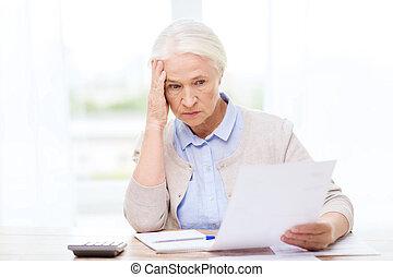 dom, kalkulator, kobieta, senior, papiery