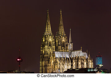 dom of cologne at night