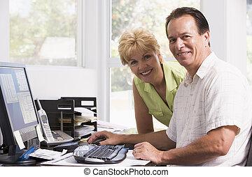 dom, para, komputer, uśmiechanie się, biuro