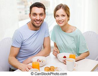 dom, para, posiadanie, śniadanie, uśmiechanie się