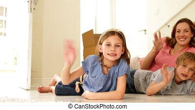 dom, podłoga, nowy, ich, leżący, rodzina, szczęśliwy