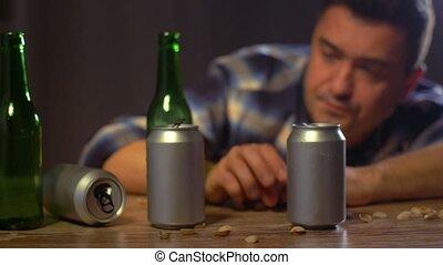 dom, samiec, alkoholik, pijany, piwo, picie
