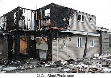 dom, spalony