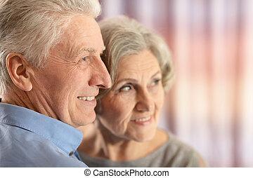 dom, starsza para