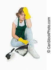 domestica, spazzola, pan, polvere, seduta, stanco, giovane