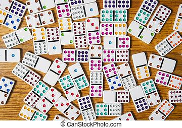 dominó, motívum