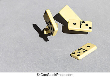 dominos, fond blanc