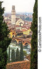 Domo de Verona, Italy. ponte di Pietra