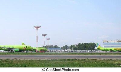 domodedovo, s7, lignes aériennes, deux, champ, aéroport, avions