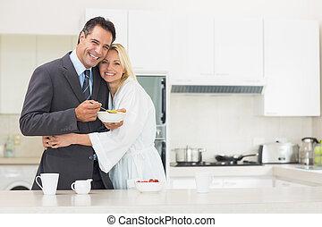 donna, abbracciare, bene vestito, uomo, cucina