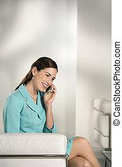 donna affari, su, cellula, telefono.