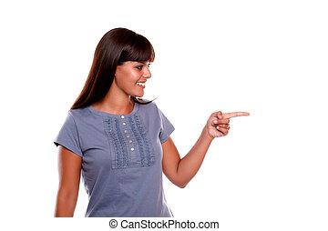 donna aguzzando, giovane guardare, bello, sinistra