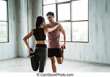 donna, allenamento, su, uomo, warming, prima