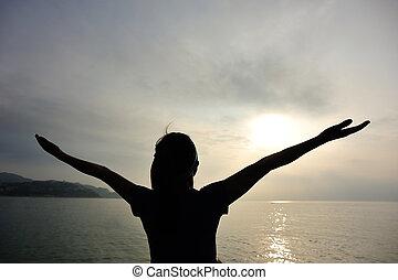 donna, aperto, braccia, alba, sotto