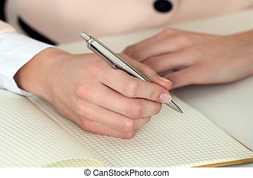 donna, aperto, fare, mano, nota, penna, quaderno, presa a terra, pronto, argento