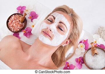 donna, applicare, maschera, faccia, facciale, truccatore