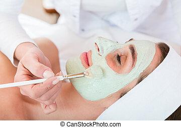 donna, applicare, sbucciatura, maschera, faccia, estetista