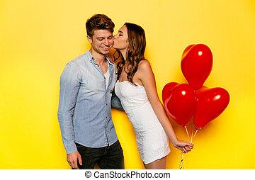 donna, baciare, lei, ragazzo, mentre, festeggiare, giorno valentine