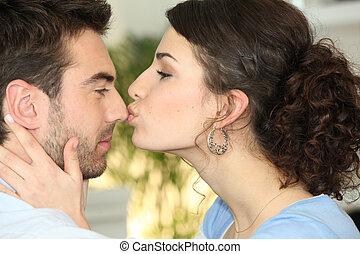 donna, baciare, uomo