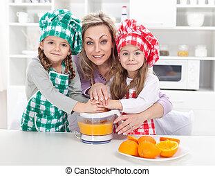 donna, bambini, succo, frutta, fresco, fabbricazione