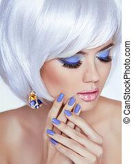 donna, bellezza, foto, unghia, manicured, makeup., capelli, corto, portrait., biondo, lips., professionale, bianco, moda, style., sensuale
