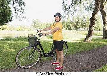 donna, bicycling, soleggiato, parco, pomeriggio, anziano