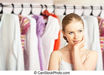 donna, bugigattolo, chooses, guardaroba, casa, vestiti