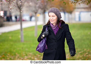 donna camminando, in, inverno