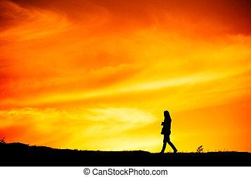 donna camminando, silhouette