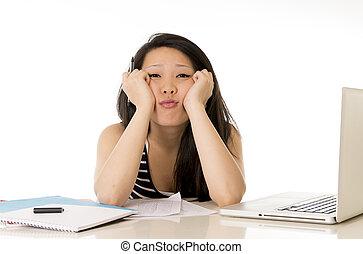 donna, carino, lei, studente, laptop, ha lavorato troppo, asiatico, fondo, bianco