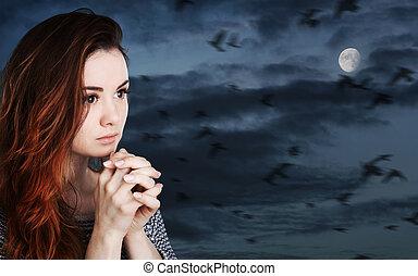 donna, cielo, contro, luna, nuvoloso, pregare