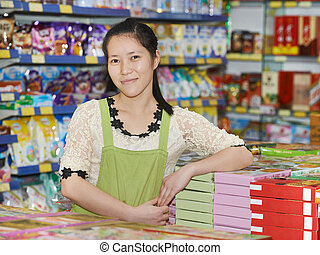 donna cinese, venditore, in, negozio
