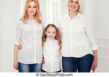 donna, colpo, famiglia, tre, insieme, proposta, generazioni