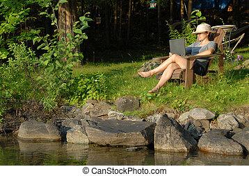 donna, con, laptop