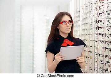 donna, con, pc, tavoletta, in, medico, ottico, negozio