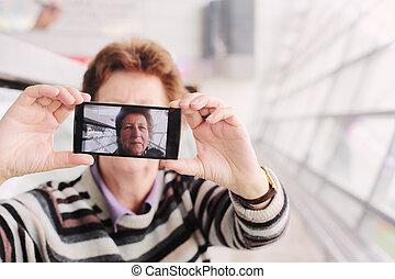 donna, congegno, selfy, mobile, immagine, anziano, presa