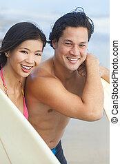 donna, coppia, asiatico, spiaggia, surfboad, uomo